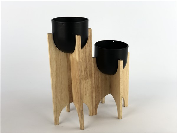 2 zink pots in wooden different hights
