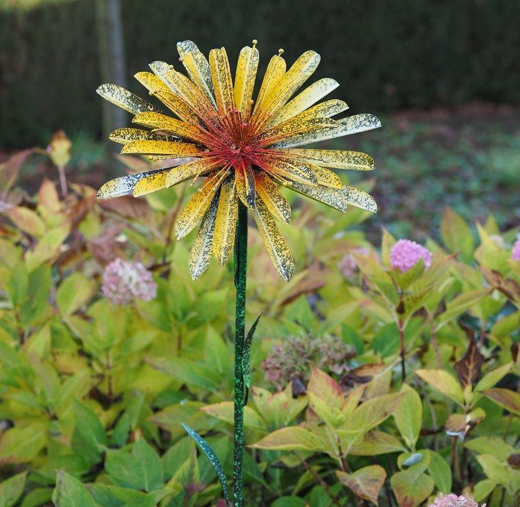 bloem op stok geel