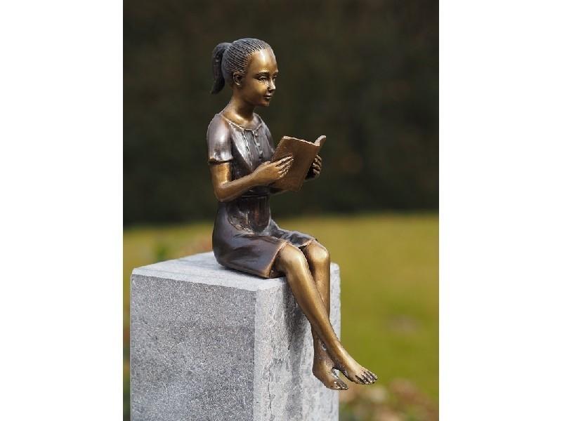 bronzen beeld - klein meisje met boek