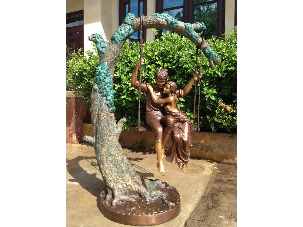 bronzen beeld - koppel op schommel