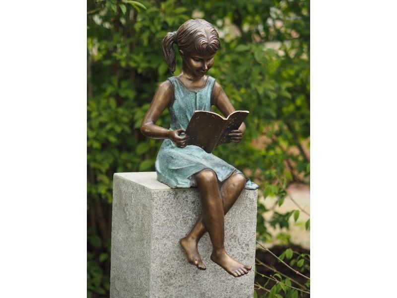 bronzen beeld - meisje met boek