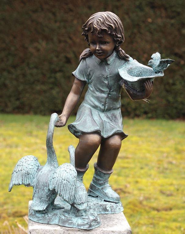 bronzen beeld - meisje met ganzen