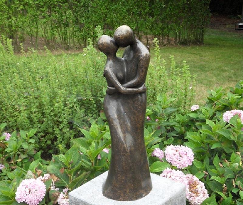bronzen beeld - modern liefdespaar