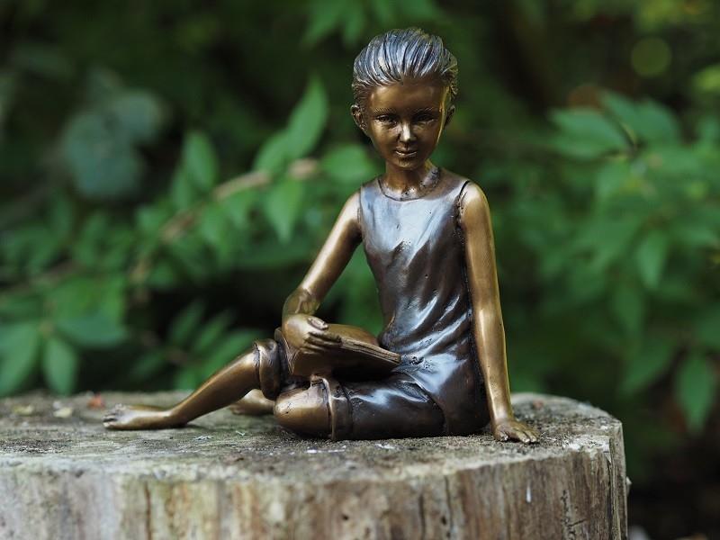 bronzen beeld - meisje