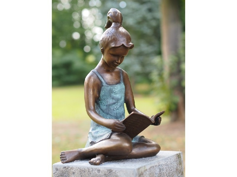 bronzen beeld - meisje lezend groot