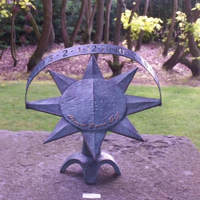 bronzen zonnewijzer modern