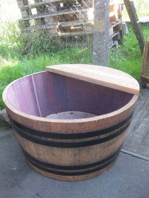 ej halve wijnton met plank 200 ltr.
