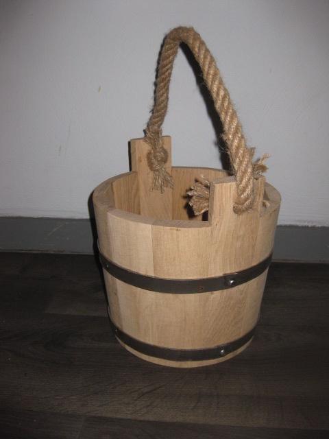 ej houten emmer met koord