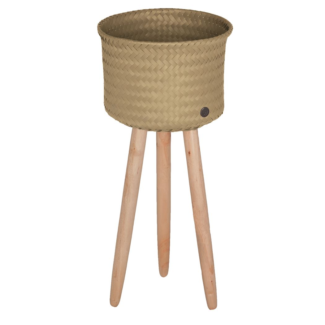 round basket with wooden feet size high camel
