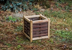 houten bloembak met wood and wicker