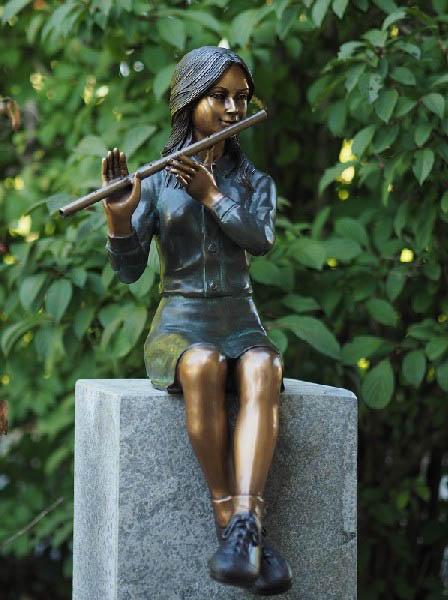 bronzen beeld - meisje met fluit