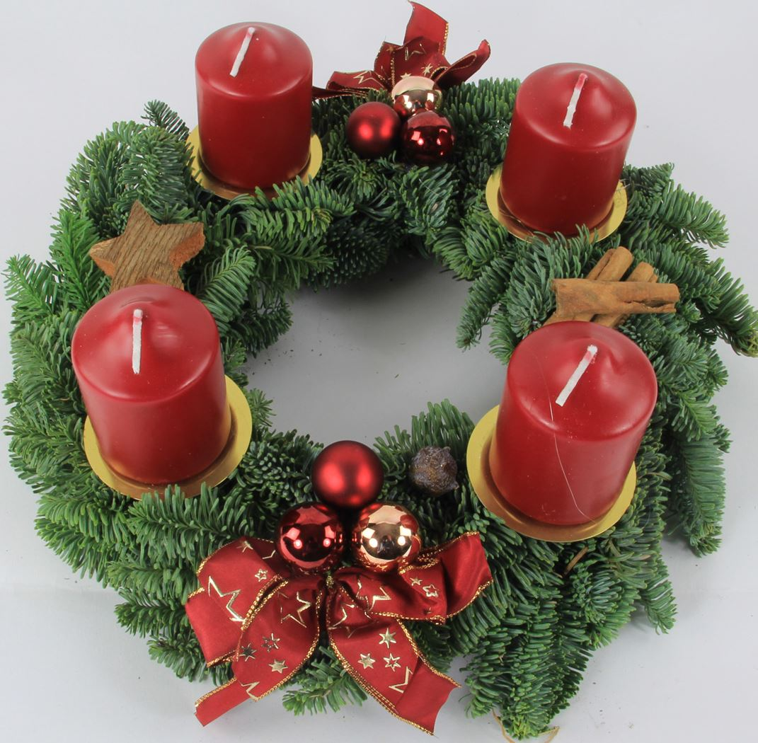 nobilis adventskrans met kaarsen en decoratie