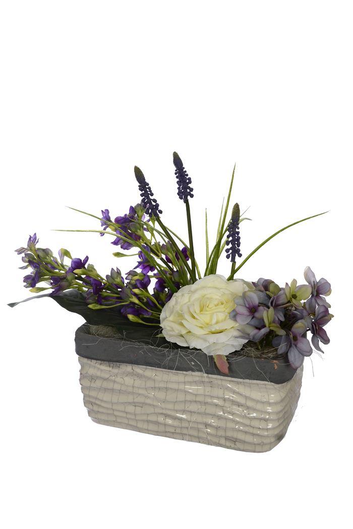 rose/hydrangea/grape hyacint arrangement in pot cream blue